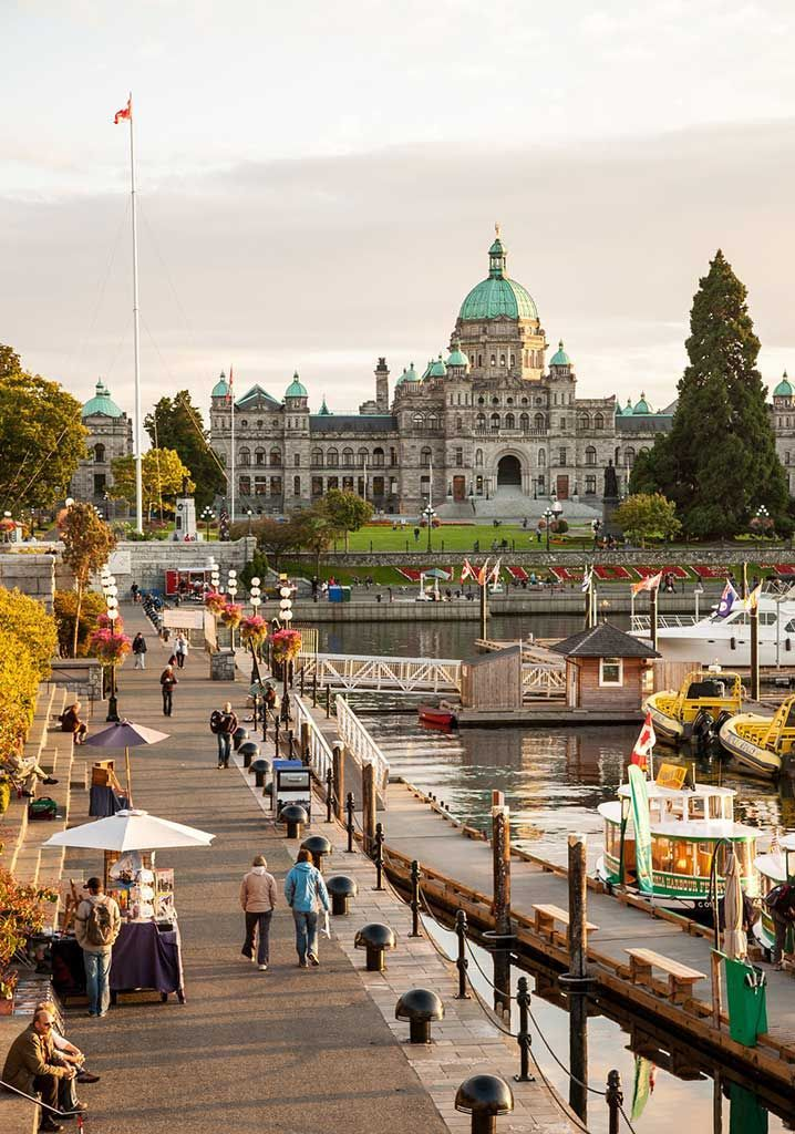 This flexible and customizable itinerary features all of the highlights of Vancouver and Victoria, Canada, and includes where to dine along the way.
