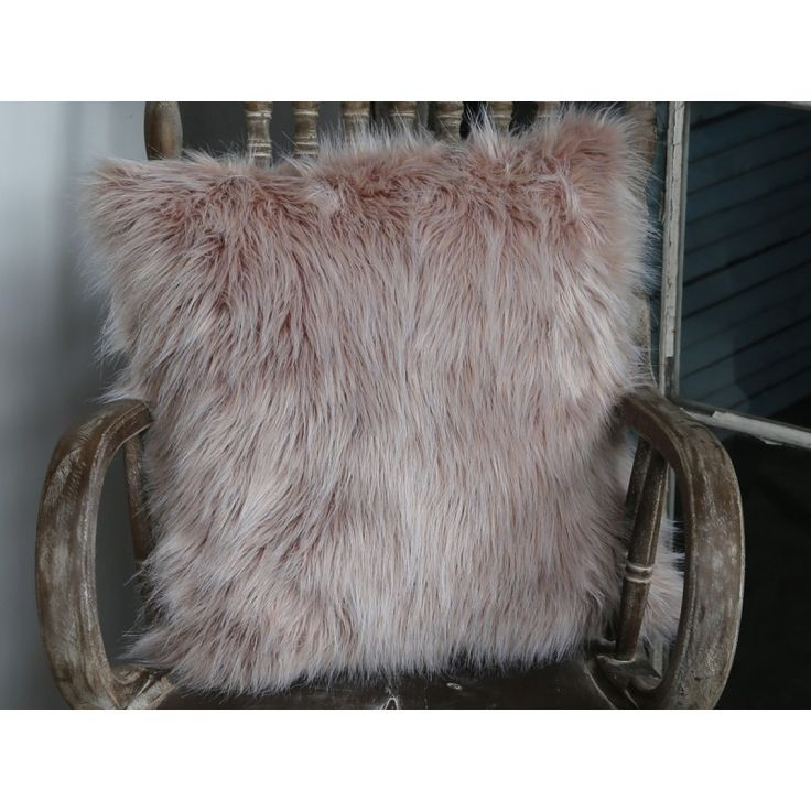 futrzana poduszka #pillow #fur #vintage #soft #livingroom #bedroom
