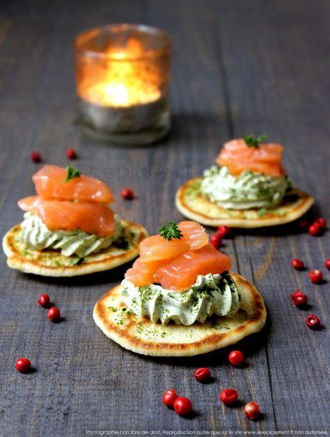 Toasts blinis : chantilly persillée, lardons de saumon fumé