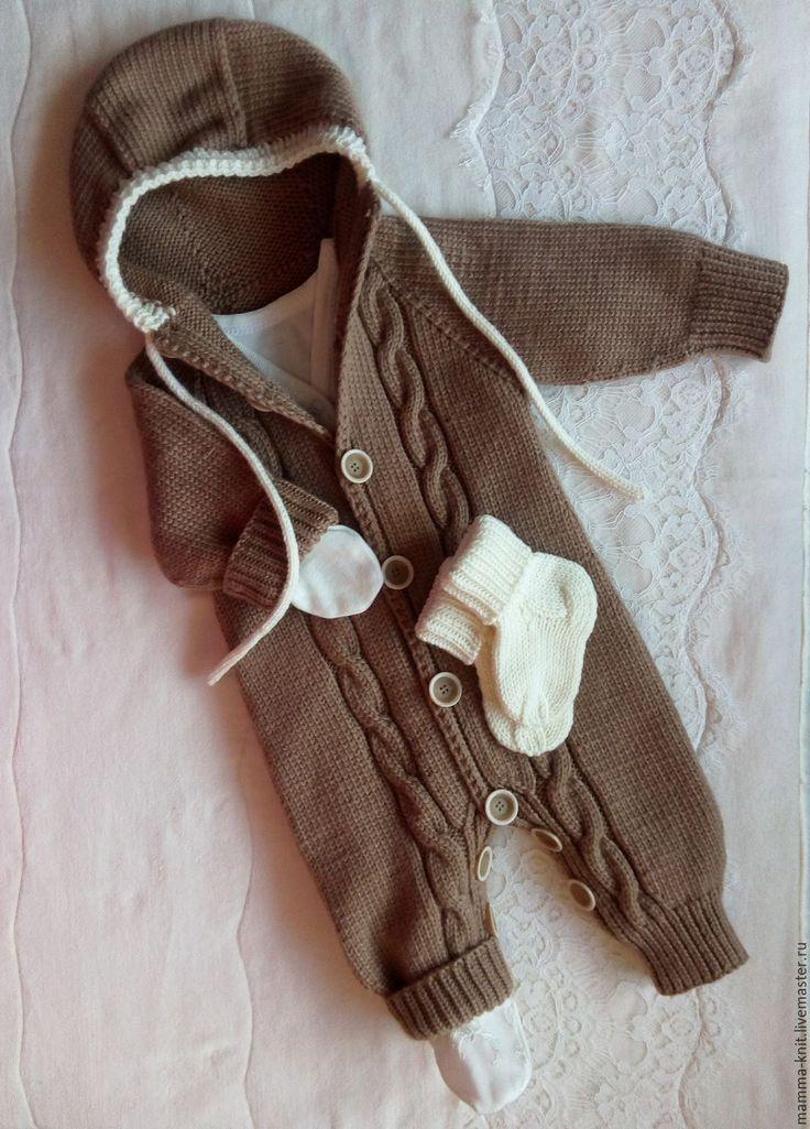 Купить или заказать Комбинезон с носочками для новорожденных в интернет-магазине на Ярмарке Мастеров. Комбинезон связан из мериносовой шерсти supergeelong (шерсть первого сострига ягнят) производства Италии. Невероятно мягкий и теплый - как раз для зимы! Сезон - холодная осень, зима. Цвет шоколада - молочного и белого. (Цвет может отличаться в зависимости от настроек Вашего монитора). Несомненное преимущество данного комбинезона в том, что он подойдет как для девочек, так и для мальчиков.