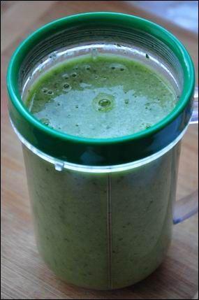Valahol olvastam, hogy a spenótos turmix nagyon egészséges, gondoltam teszek egy próbát! :P A recept:  1 banán  1 marék spenót 2 dl zsírmentes tej  Összeturmixoljuk a hozzávalókat, és máris kész az egészséges turmixunk. Nagyon fincsi lett! :DEgyáltalán nem olyan zöld…