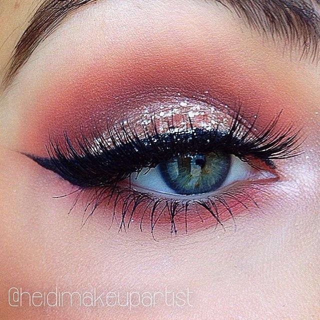 Rosegold glow -->   MUG 'frappe' & 'peach smoothie' as transition shades, MAC 'wood winked' on lid with stilacosmetics magnificent metals e/s 'dusty rose' on top, MAC 'shroom' on brow one, 'shroom' & 'naked lunch' on inner corner, Maybelline eyestudio liner 'blackest black', NYX wonder pencil 'light' on water line  ***(heidimakeupartist)****