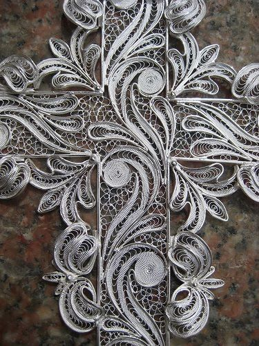 close up detailing of a Filigree pendant. Jewelry Mastery by Bongera Filigrana