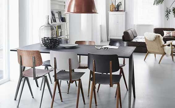 Een Industrieel thuisDe Galvanitas S16 stoel is dé industriële eetkamerstoel met vintage uitstraling, ideaal voor mensen die opzoek zijn naar een industriële uitstraling in huis. De S16 stoel is perfect te combineren met zijn grote broer, de stoere TD4 eet- of vergadertafel. Het ijzersterke, robuuste frame van gebogen plaatstaal kan tegen een stootje en is erg geschikt voor een thuissituatie.