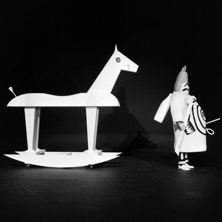 """L'INA avec Photoservice.com - Jean Bouise dans """"Ubu roi"""" une farce théâtrale d'Alfred Jarry adaptée à la télévision par Jean-Christophe Averty"""