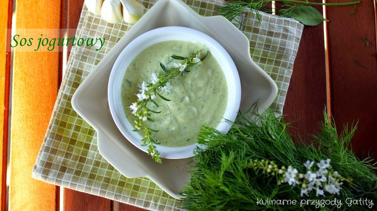 Jogurtowy sos z zielonym pesto