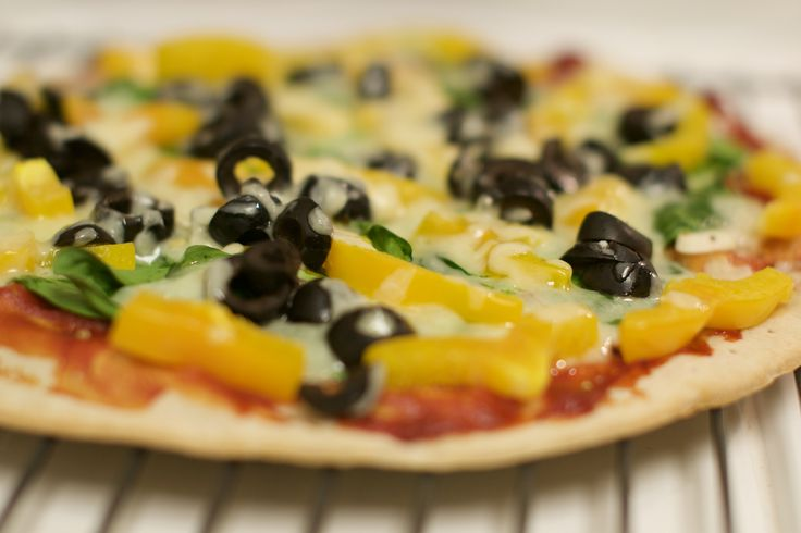 Gluten Free Veggie Pizza - the key is fresh garlic slices and dried oregano in the sauce.