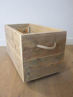 Speelgoedkist / verkleedkist op zwenkwielen | Steigerhout | Te koop bij w00tdesign by w00tdesign | Meubels van steigerhout, via Flickr