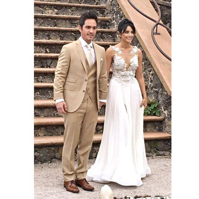 El enlace se realizó en Tepozotlán, hasta donde llegaron familiares y amigos de la pareja.