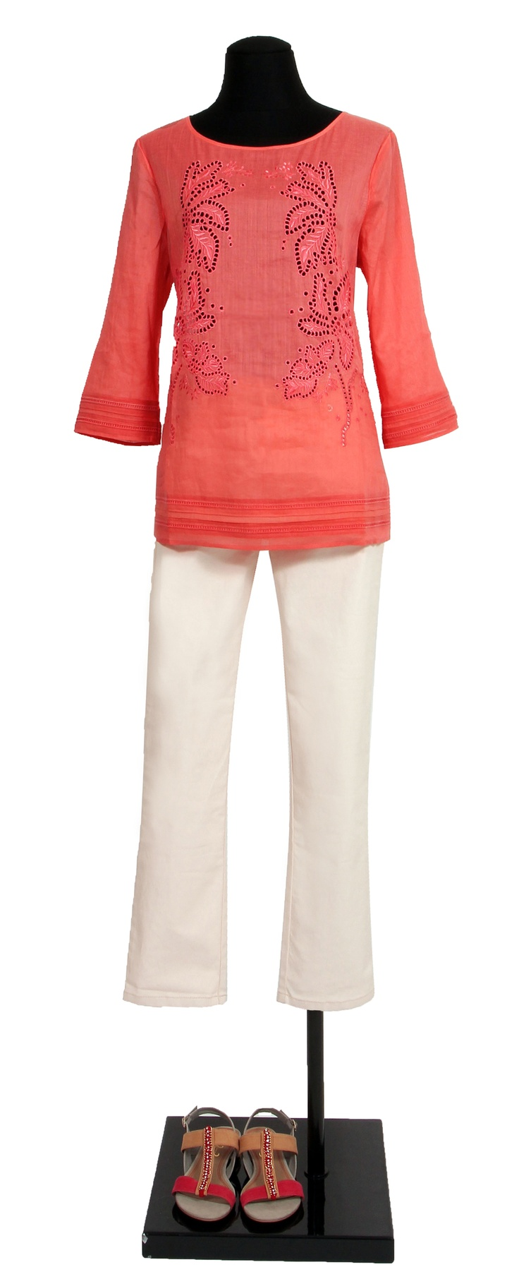 1.2.3 Paris - Blouse Laure 79€ Pantalon Domitille 89€ Chaussures Elvie 99€ #corail #blouse #sandales #broderies #123 #mode #printemps