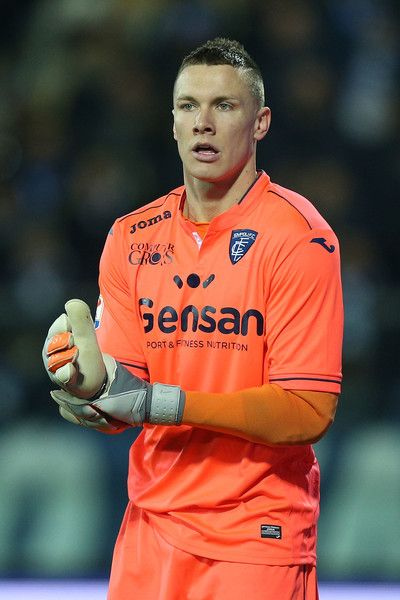 Lucasz Skorupski of Empoli FC reacts during the Serie A match between Empoli FC and SS Lazio at Stadio Carlo Castellani on February 18, 2017 in Empoli, Italy.