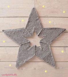 Weihnachtsstern häkeln - Mit dieser gratis Häkelanleitungen häkeln auch Anfänger eine tolle weihnachtliche Wanddeko. Lesen Sie hier mehr...
