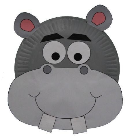 Hipopótamo con plato de cartón