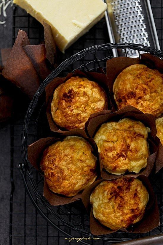 Muffiny z żółtym serem