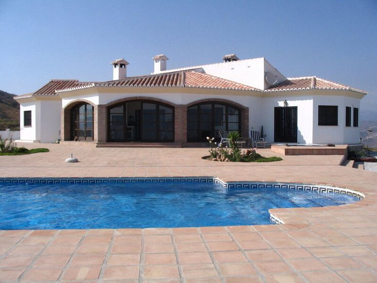 Ik hou van huizen met een Spaanse stijl, een huis waar je je zelf goed in voelt is 1 van de belangrijkste zaken voor mij want ik heb vaak Qtime met me zelf nodig. Dit doe ik dan het liefst alleen thuis.
