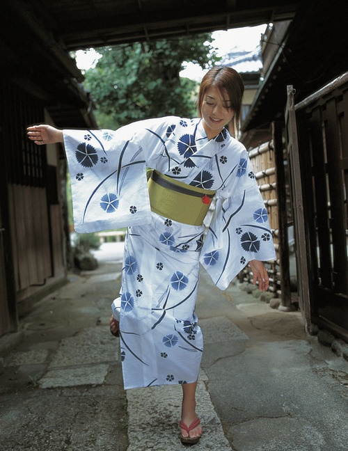 Miho Yoshioka in cotton yukata. Image via g2slp of Flickr