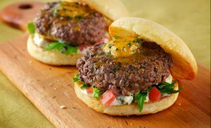 Learn how to make these Creole Sliders, a delicious burger topped with spicy Creole Butter, fresh field greens, bleu cheese dressing, and tomato, made delicious with Plugra Butter. (plugra.com)