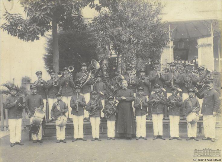 Banda composta de crianças indígenas nas Missões Salesianas no Mato Grosso, 1908. Arquivo Nacional. Fundo Afonso Pena. BR_RJANRIO_ON_0_FOT_0058_p005