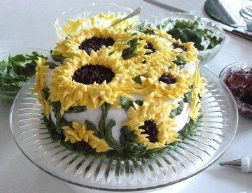 Todays cake of the day was sent in by randomkpoploverand is this really cool looking sunflower cake! It reminds me of summer! I love the detail on these sunflowers don't you? I love sunflowers, and I really like this cake! What do you think of this cake?