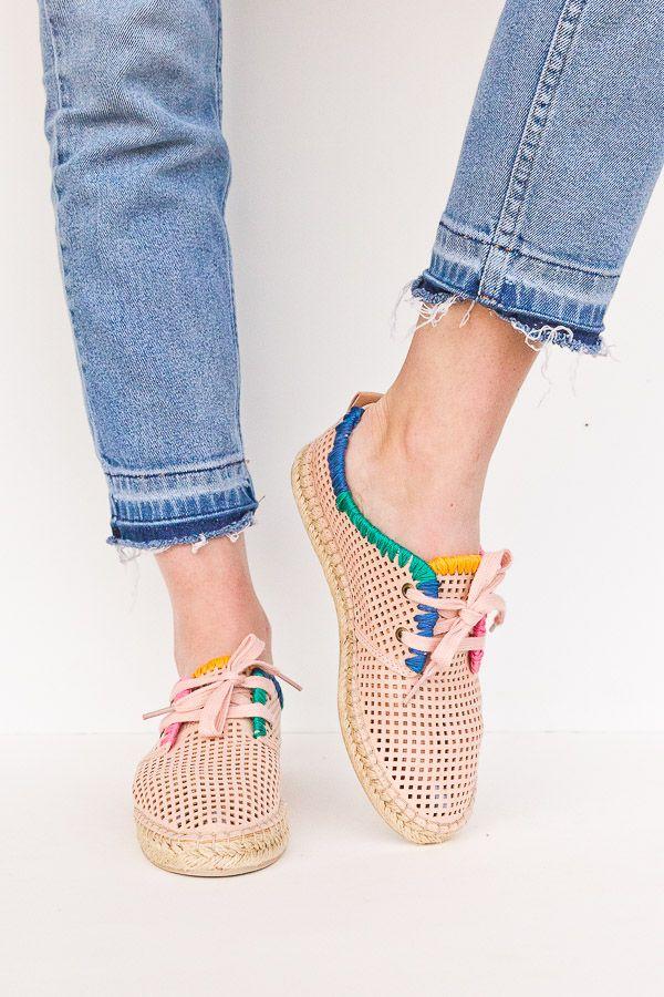 956ab6abcea6 DIY shoe makeovers for spring (color blocked collar idea). Click through  for all three tutorials.  shoemakeover  diyshoes  diy  fashion   springfashion
