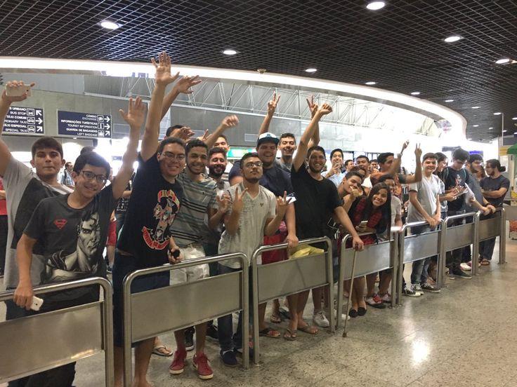 """INTZ e Pain chegam a Fortaleza em clima de festa e fã diz: """"Tipo Neymar"""" #globoesporte"""