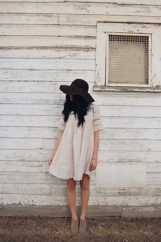 flowing dress, booties and a great hat make an amazing outfit