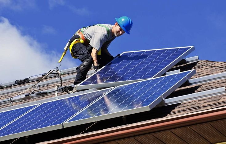 #cursoenergiasolar #energiasolarfotovoltaica Essa energia pode ser gerada mesmo em dias onde o tempo esteja nublado. A radiação solar intensa beneficia o aumento de energia elétrica gerada. É chamada de fotovoltaica porque utiliza células fotovoltaicas (feitas com material que seja semicondutor) que são aplicadas sobre os painéis solares e servem para converter a luz do sol em energia elétrica limpa.  http://cursocomandoseletricos.com.br/energia-solar-fotovoltaica/