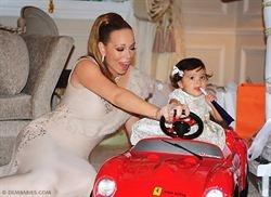 Mariah Carey tira la casa por la ventana para celebrar el primer cumpleaños de sus gemelos   http://www.europapress.es/chance/gente/noticia-mariah-carey-tira-casa-ventana-celebrar-primer-cumpleanos-gemelos-20120515144610.html