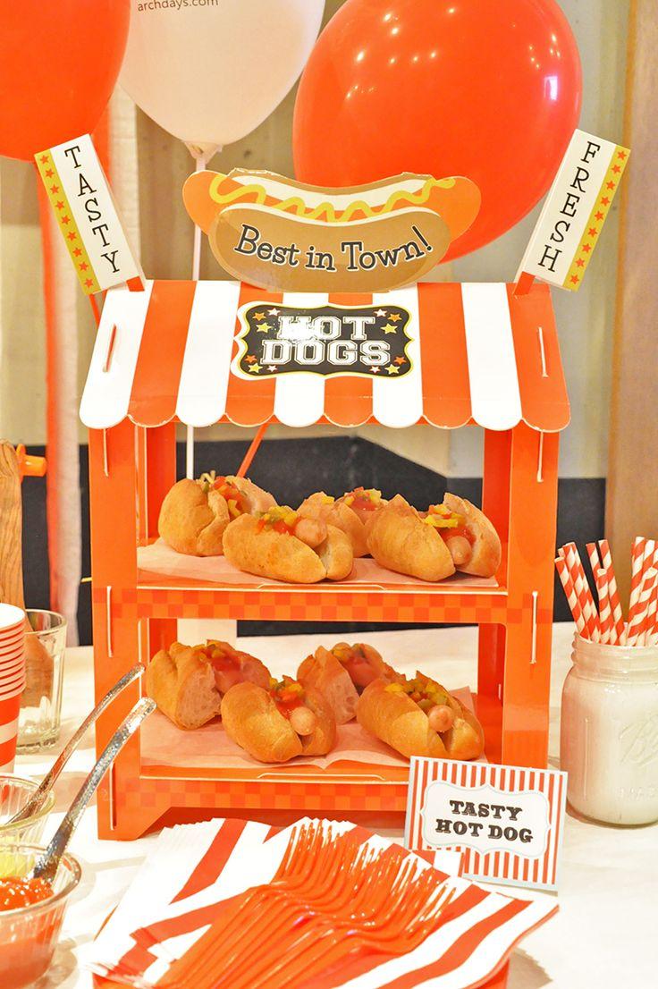 OIWAI LABOによる「KIDS CARNIVAL PARTY」 / ARCH DAYS ホットドッグスタンドは、nut2decoさんからご提供いただいたもの。これがあるだけでパーティー感満載!