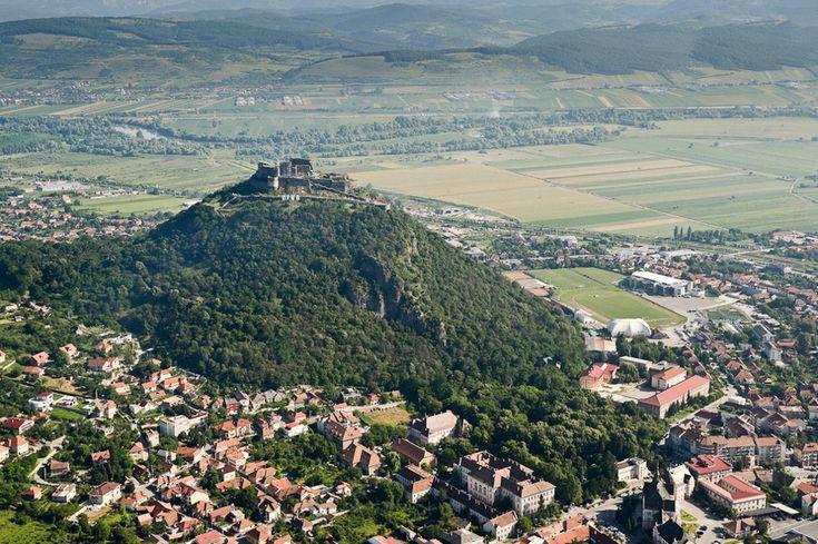 Dacă în urmă cu o săptămână vă propuneam o călătorie aeriană deasupra litoralului românesc, de această dată vă invităm să ne fiţi alături într-o excursie în zbor peste Transilvania. -- Marius Smădu