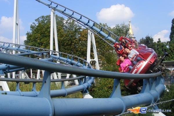 5/13 | Photo du Roller Coaster Euro Mir situé à @Europa-Park (Rust) (Allemagne). Plus d'information sur notre site http://www.e-coasters.com !! Tous les meilleurs Parcs d'Attractions sur un seul site web !! Découvrez également notre vidéo embarquée à cette adresse : http://youtu.be/wEM_IozURDg