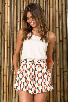 O melhor da moda feminina carioca: vestidos, saias, calças, macacão lisos e estampados. Sua loja de roupas online. Entre e confira!