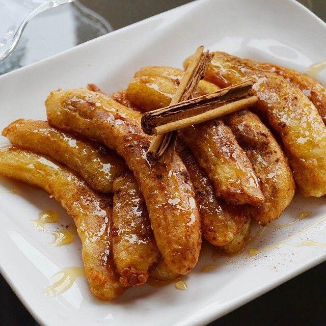 🍌 Repost @cinthyamaggi Banana ao forno é super fácil de fazer e fica uma delícia! Misture 1 colher de açúcar mascavo e 1 pitada de canela em pó e passe 2 bananas nesta mistura. Coloque em um refratário e leve ao forno quente por 10 minutos. Sirva com sorvete, calda de frutas ou coma só desse jeito mesmo. Experimente servir com iogurte grego! #cinthyamaggi #bananaaoforno #banana #nutrição #culinária