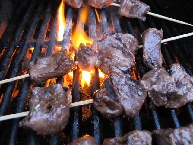 ... .nigella.com/recipes/view/juicy-beef-skewers-with-horseradish-dip-73