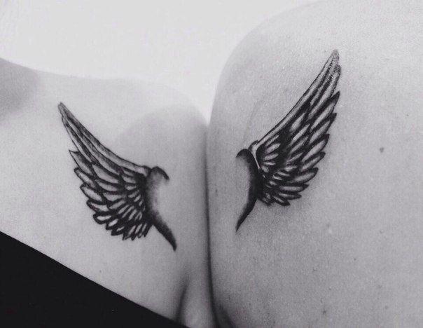 Татуировка для двоих на груди и лопатке у парня и девушки - крылья