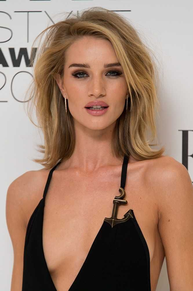 Model Rosie Huntington-Whiteley's long length blonde bob with volume - ELLE Style Awards 2015. Celebrity hair | hairstyles | makeup | beauty