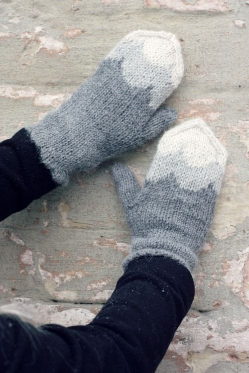 Harmaat lapaset aallot piparit muita ihania blogi ohje - grey knitted mittens gingerbread pattern