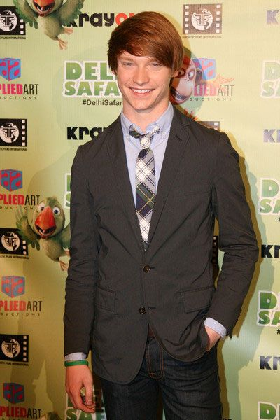 103 best calum worthy images on pinterest calum worthy austin and ally and beautiful people. Black Bedroom Furniture Sets. Home Design Ideas