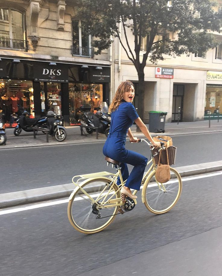 Jeanne Damas definitely is what you would call a multi-talent. She designs, she models and takes beautiful pictures. Now she has launched her first book À Paris