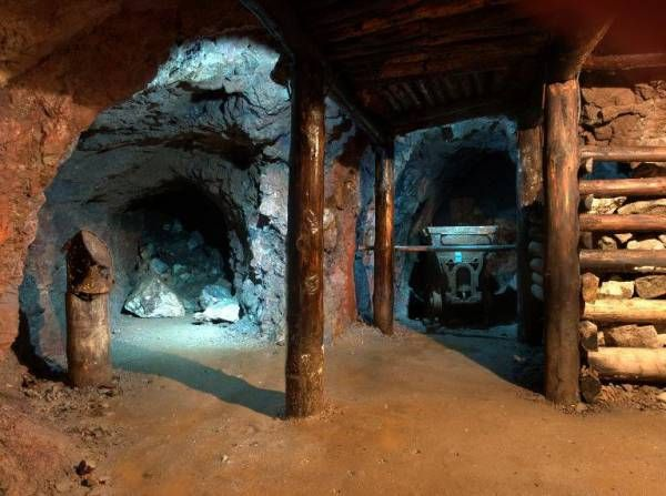 Pomysł na weekend- Podziemna Trasa Turystyczna w Starej Kopalni Uranu w Kletnie. Trasa dostępna jest dla zwiedzających przez cały rok Szczegóły: http://www.nocowanie.pl/noclegi/kletno/muzea/121548/