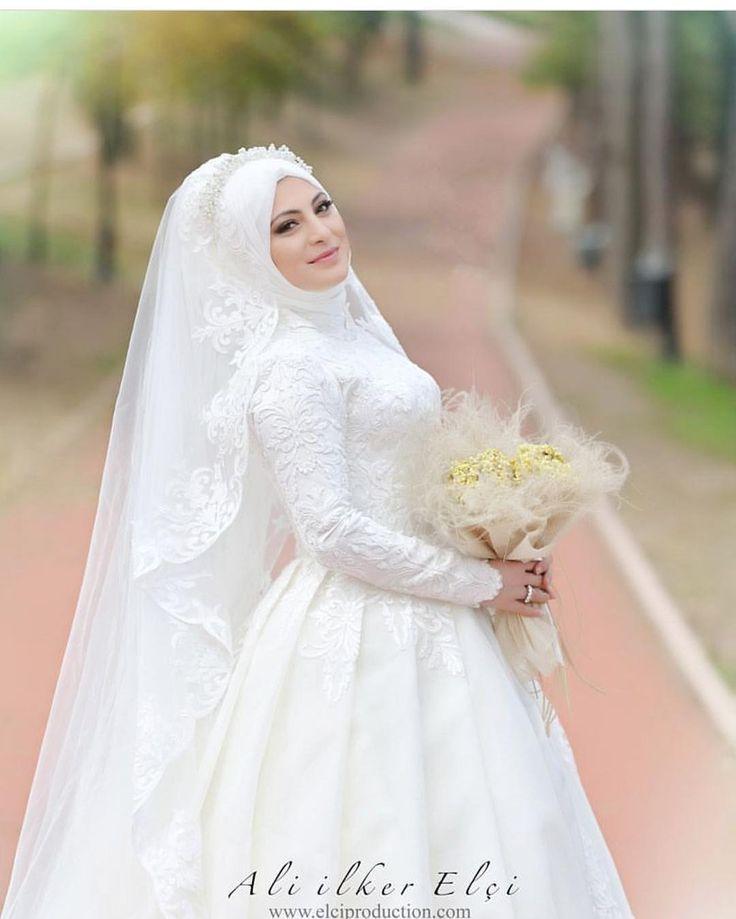 Güzel hemşerim benim 😍😍💕💕 Fotoğraf için @aliilkerelci ve @nilayelci ye çok teşekkür ederim 👏Emeğinize sağlık 🙏 #gelinbasi #gelinsaci #gelin #gelinlik #tesettür #türban #hijab #hijabstyle #hijabfashion #style #fashion #weddingday #wedding #kuafor #makyaj #makeup #mua #f4f #tagsforlike #like #l4l#istanbul #beylikdüzü #bridal#hijabers#dilamed#muslim#muslimahchamber