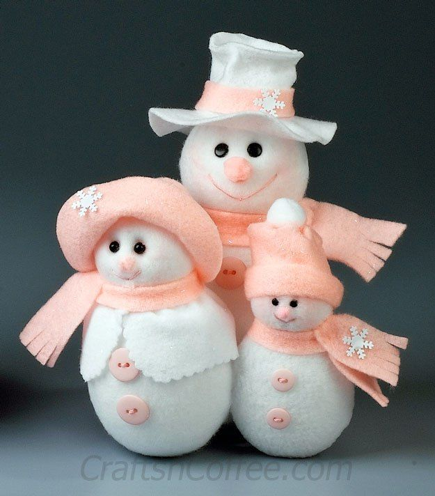 Cute, and NO-sew! DIY Snowman Family on CraftsnCoffee.com.