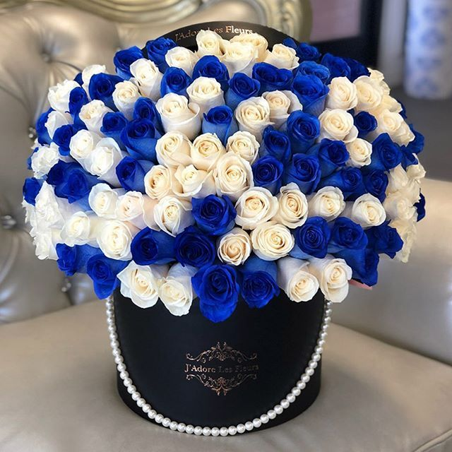 Signature Blue White Roses Weve Got A Lot Of Blue Roses This Week Blue And White Roses Blue Roses Red And White Roses