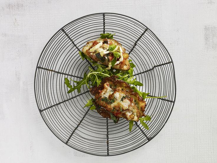 Ratatouille på brød med grillet ost