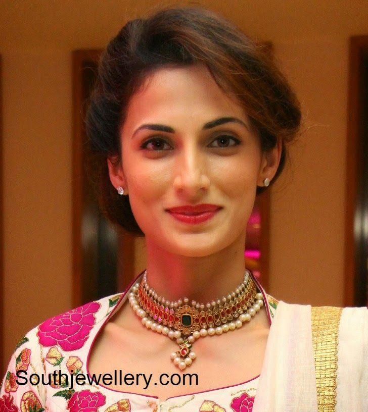 Shilpa Reddy in Uncut Diamond Choker ~ Latest Jewellery Designs