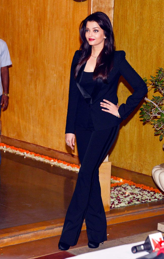 Aishwarya Rai Bachchan celebrates birthday with media and fans