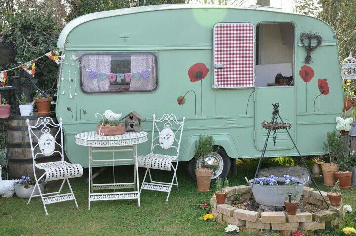 cute caravan houses pinterest vintage caravans vintage caravans and camping. Black Bedroom Furniture Sets. Home Design Ideas