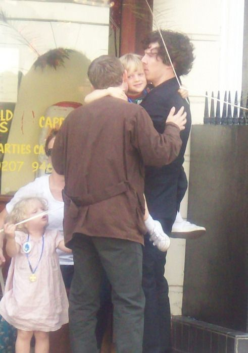 Benedict and Martin hanging with Martins kids on the set of Sherlock.  THIS IS THE CUTESTB PIC EVER!