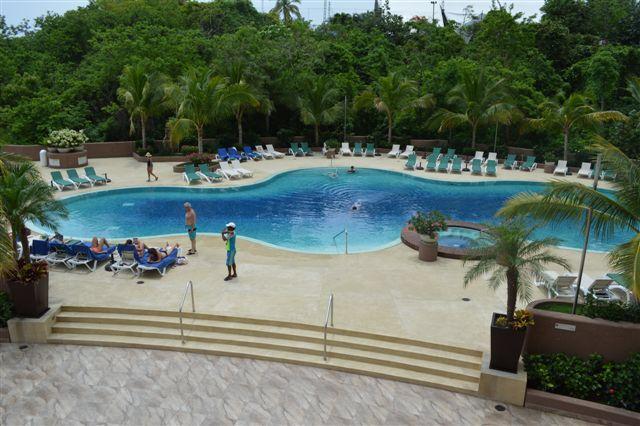 "Hotel Ixtapa Azul, México with 3/4"" Mint Gradation"