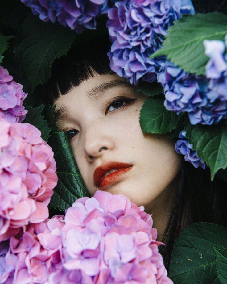 "yukamannami on Instagram: ""ぼんぼり 白もいいけどやっぱり青紫色がすき Photo by(@mitograph) I like blue one especially~❁❀✿✾ #Hydrangea #紫陽花 #botanical #flowers #vintagestyle…"""